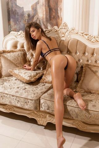 Alisa REAL GFE photo album at FindMyEscort