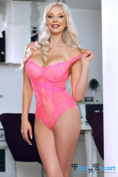 Soraya escort at FindMyEscort